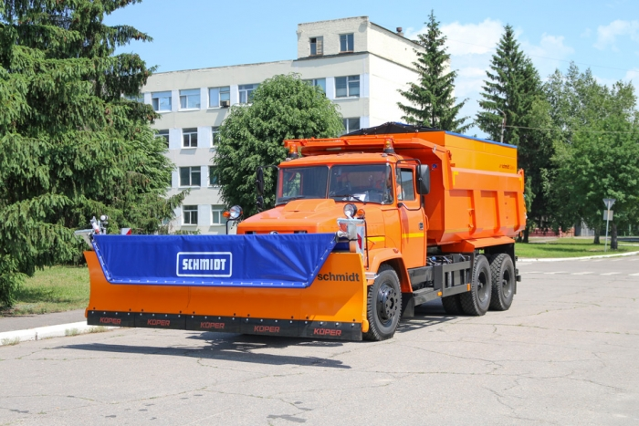 "Assembly of Road Maintenance Vehicle for SJSC ""Avtodor of Ukraine"" Underway at ""AutoKrAZ"""