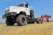 The MEZ-330 truck-tractor combination passes a trial test